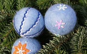 Christmas balls of wool