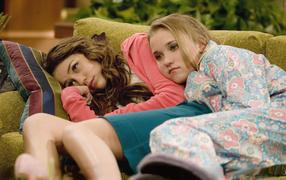 Emily Osment and Miley Cyrus on the sofa, TV series Hannah Montana