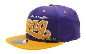 Фиолетовая кепка swag на белом фоне