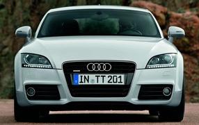 Новая машина Audi TT 2014 года