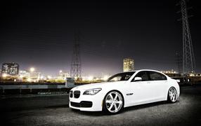 Белый BMW 7 серии