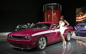 Розовый автомобиль Додже