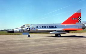 Военный самолет F-102