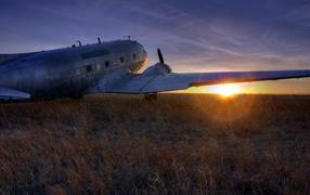 Самолет на поле