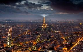Центр Парижа ночью