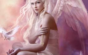 Ангел с золотым кулоном