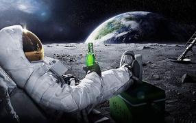 Космонавт с пивом на Луне