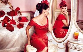 Penelope Cruz in the mirror