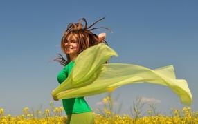 Девушка с зеленым платком