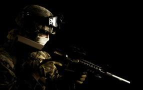 Солдат на черном фоне