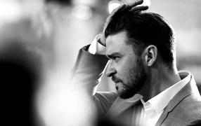 Justin Timberlake straightens his hair