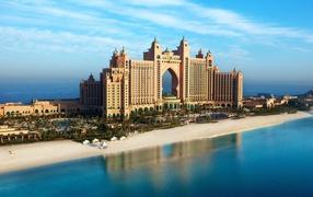 Роскошный отель на пляже