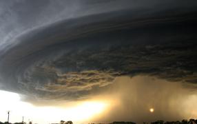 Торнадо у дороги