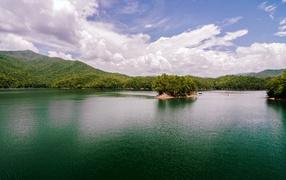 Остров на горном озере