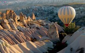 Balloon over the white mountains
