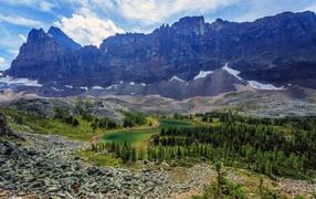 Суровый горный пейзаж