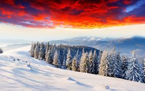 Красные облака над горами