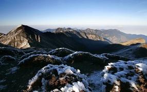 Snow figures on the mountains