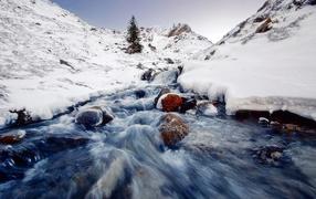 Turbulent flow in snow