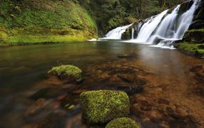 Small waterfalls in Oregon, USA