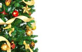 Игрушки и ленты на елке