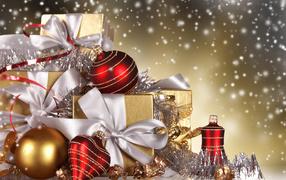Коробки с подарками на Новый год