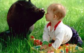 Ребенок и свинья