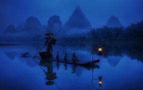 Китайский рыбак на лодке