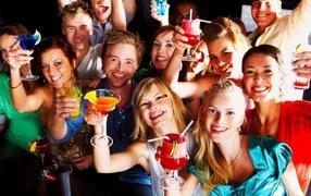 Молодые люди на празднике