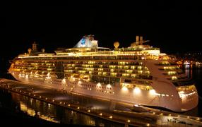 Королевский круизный лайнер