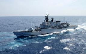 Боевой корабль в море
