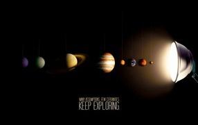 Планеты солнечной системы под светом лампы