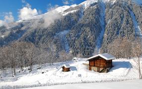 Дом в зимних горах