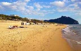 Золотой пляж на курорте Сабаудия, Италия