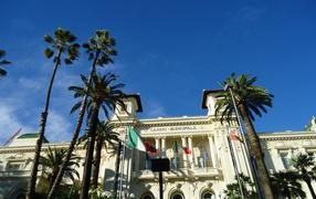 Пальмы у казино в Сан Ремо, Италия