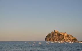 Жемчужина в море остров Искья, Италия