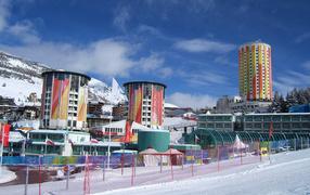 Зимний отдых на горнолыжном курорте Сестриер, Италия