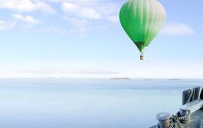 Зеленый Воздушный оборот надо морем