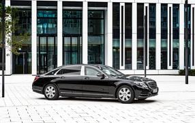 Черный автомобильчик Mercedes-Benz S-Class