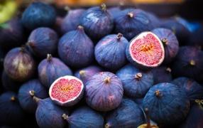Свежие фрукты спелого инжира