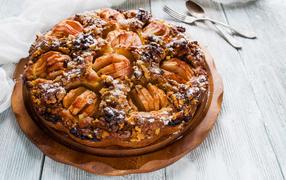 Пирог вместе с яблоками да орехами получай столе