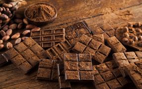 Плитки черного шоколада для столе из коричневое золото бобами