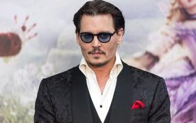 https://www.zastavki.com/pictures/286x180/2017Men___Male_Celebrity_Stylish_popular_actor_Johnny_Depp_116346_32.jpg