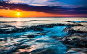 Закат солнца держи горизонте по-над морем