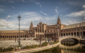Дворец получай центральной площади на городе Севилья, Испания
