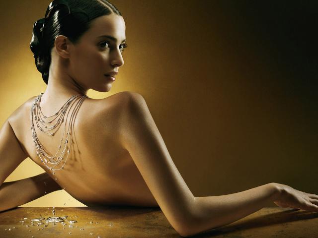 http://www.zastavki.com/pictures/640x480/2012/Creative_Wallpaper_Girl_with_ornament_019701_29.jpg