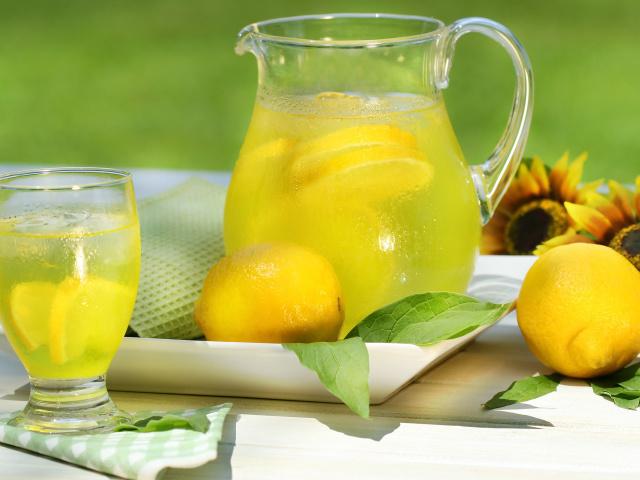 Food drinks lemonade 033508 29