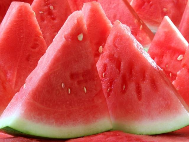 http://www.zastavki.com/pictures/640x480/2012/Food_The_cut_water-melon_036112_.jpg