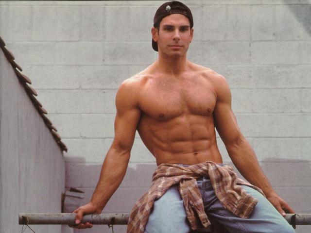 http://www.zastavki.com/pictures/640x480/2012/Men_Bodybuilder_000866_29.jpg