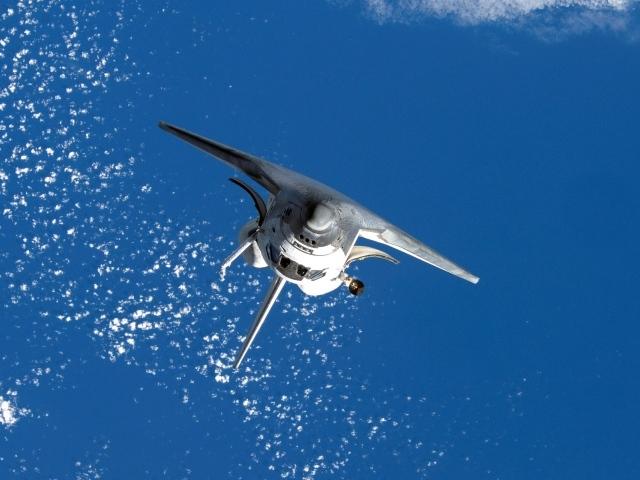 http://www.zastavki.com/pictures/640x480/2013/Aviation_Space_shuttle_in_flight_037307_29.jpg